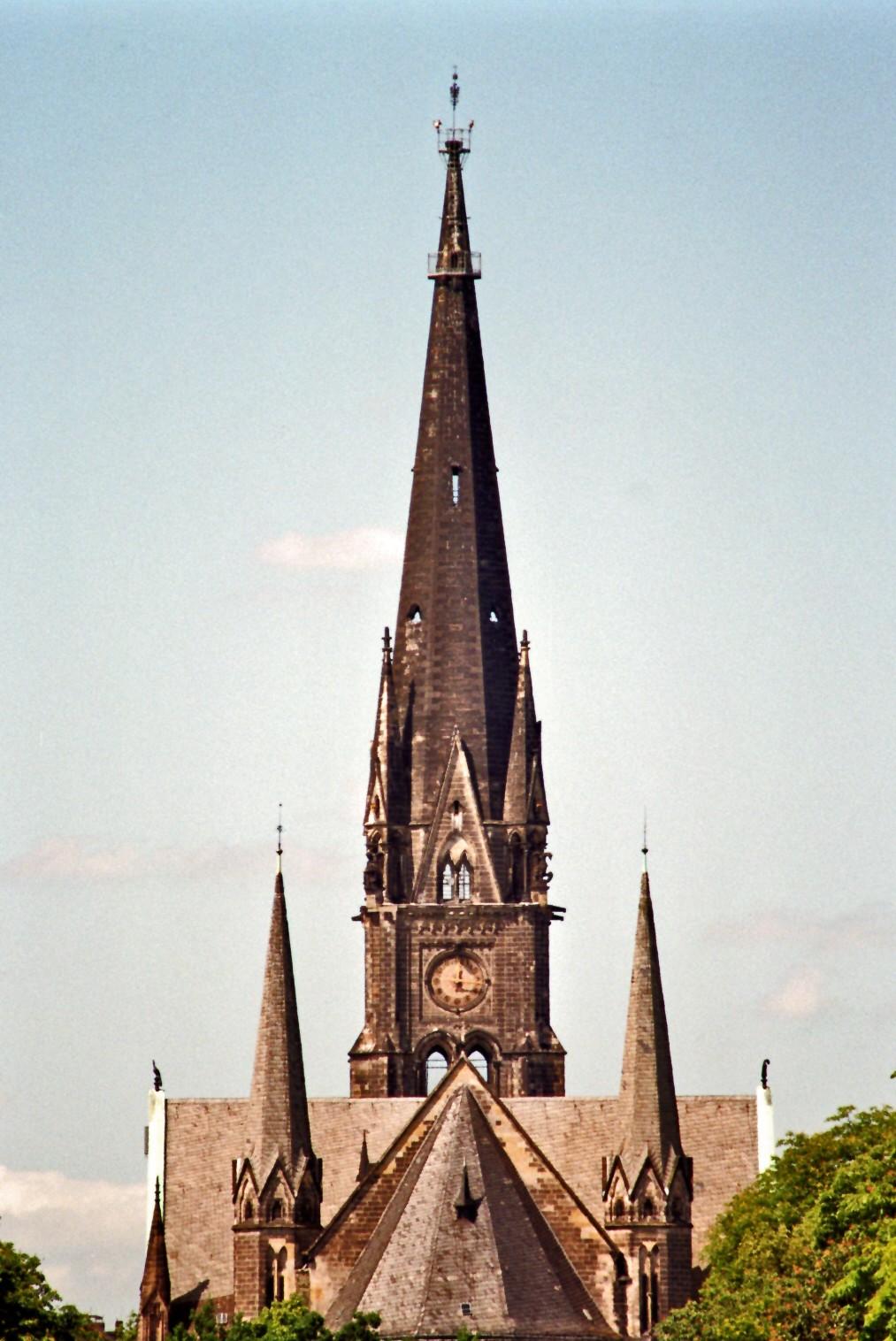 Kirche am Südstern-Blick von der Hasenheide