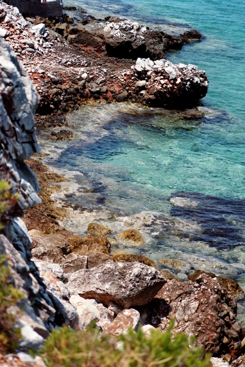Türkisfarbenes Wasser in der Bucht von Diros