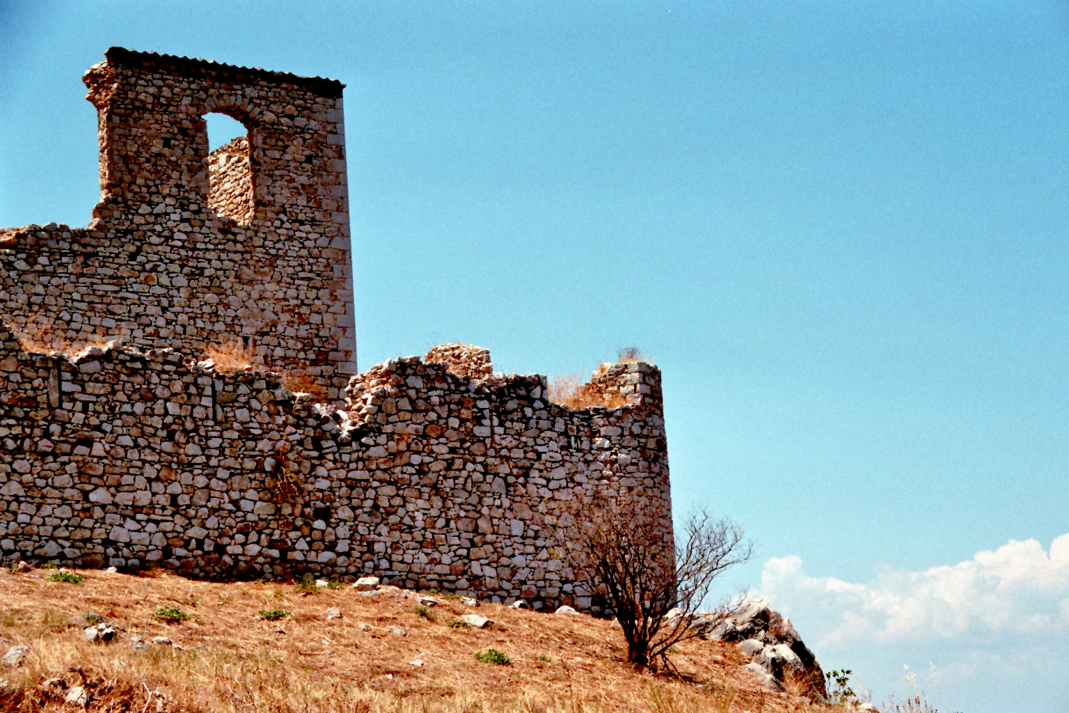Alte venezianische Burgruine in Paralia Astros