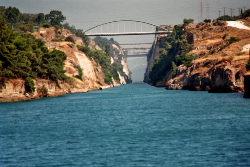 Der Kanal von Korinth von der Meerseite (gezoomt)