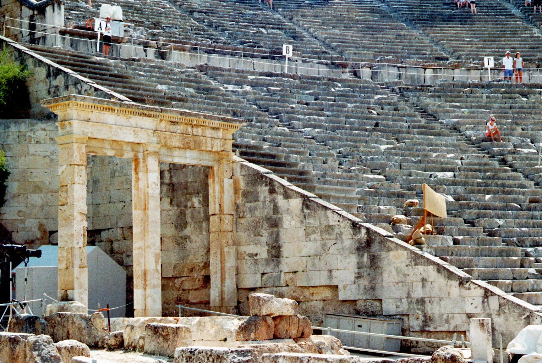 Epidauros; Amphitheater Seitenansicht