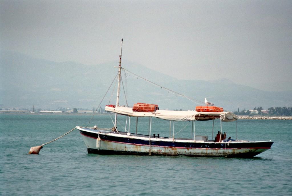 Ein Fischerboot in Nafplio