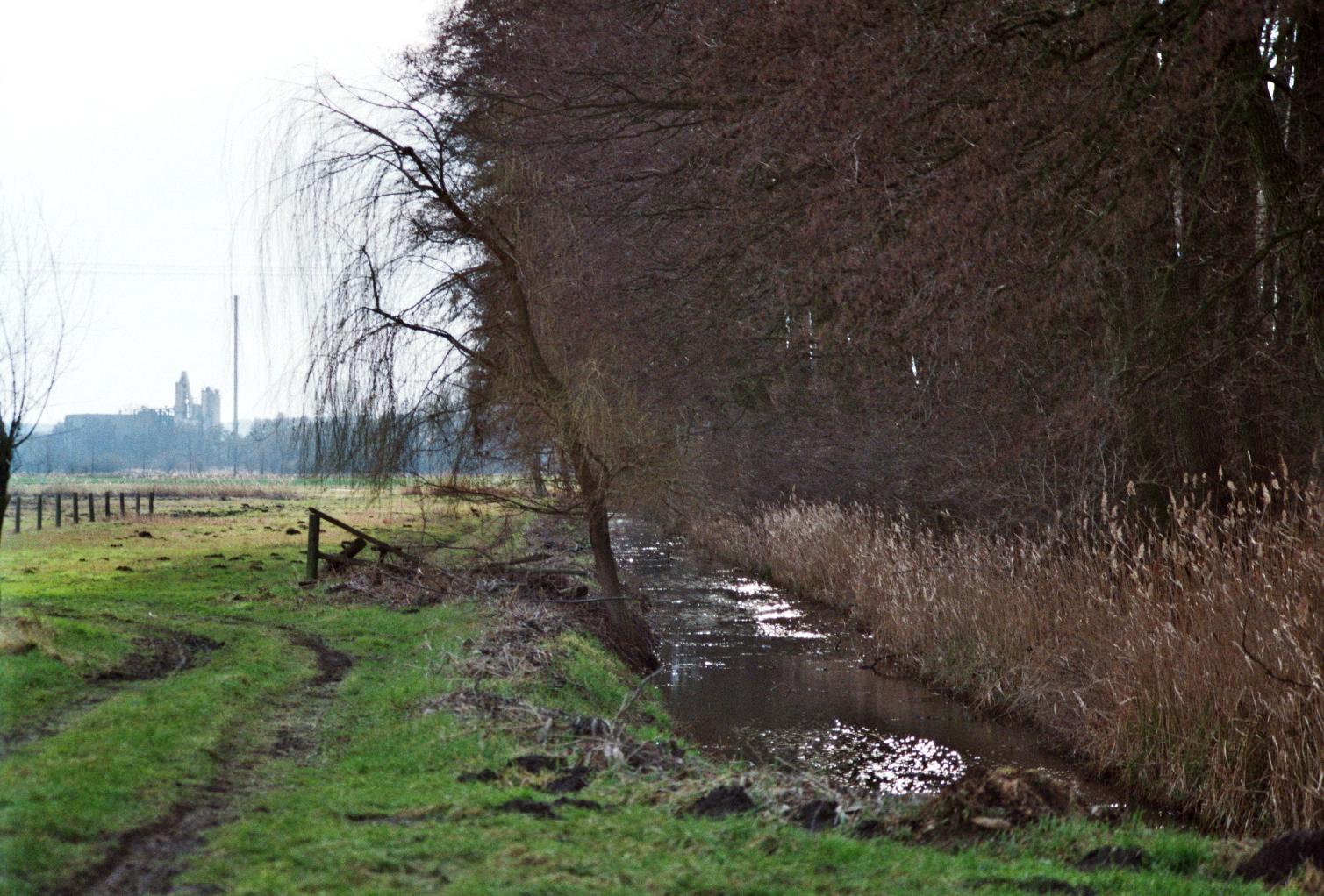 Altes Fließ und Industriegebiet