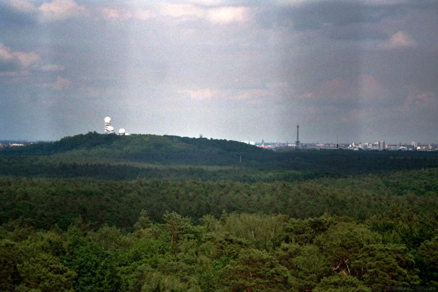 Blick auf den Teufelsberg mit ehemaliger Radarstation