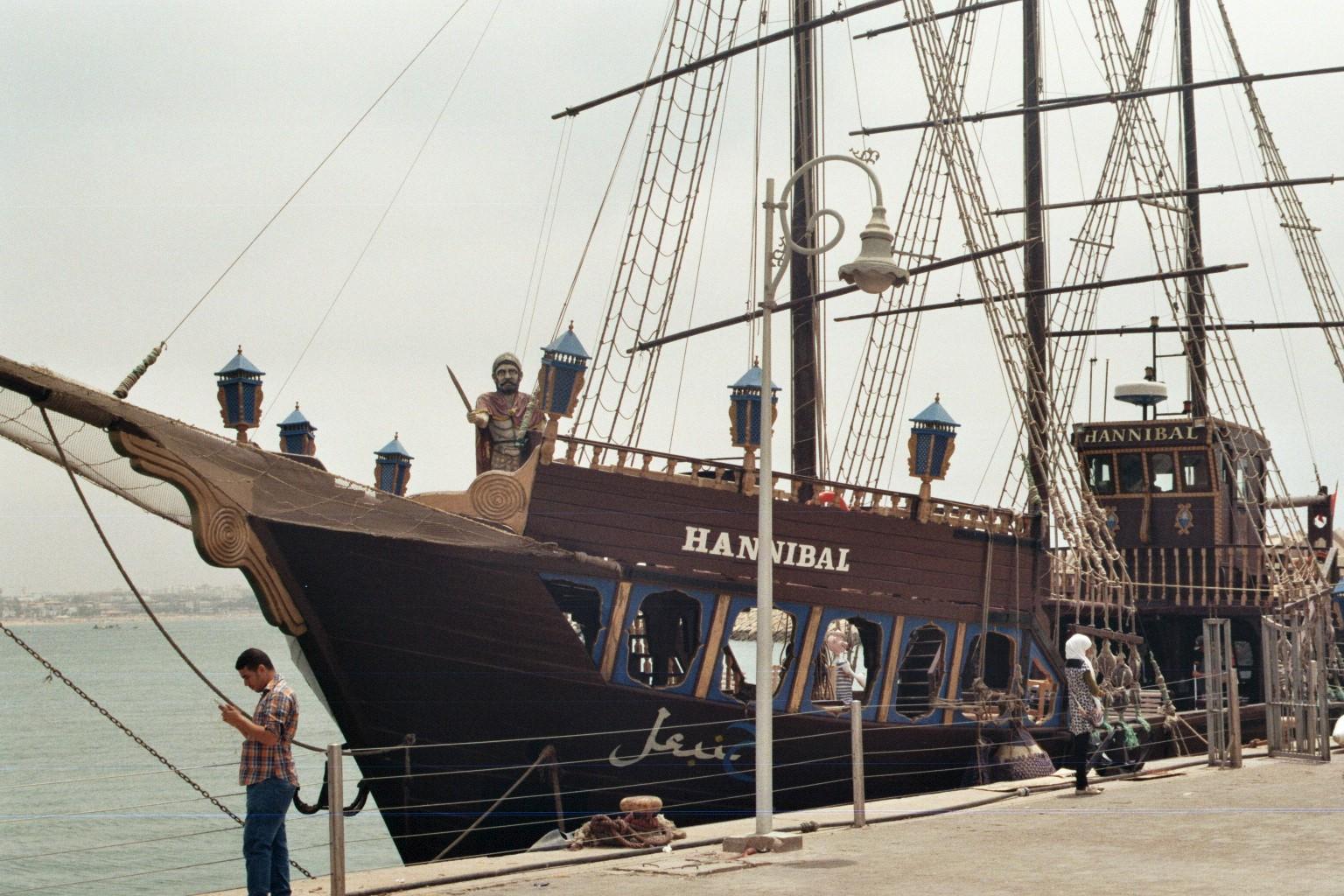 Am Hafen in Agadir - Hannibal