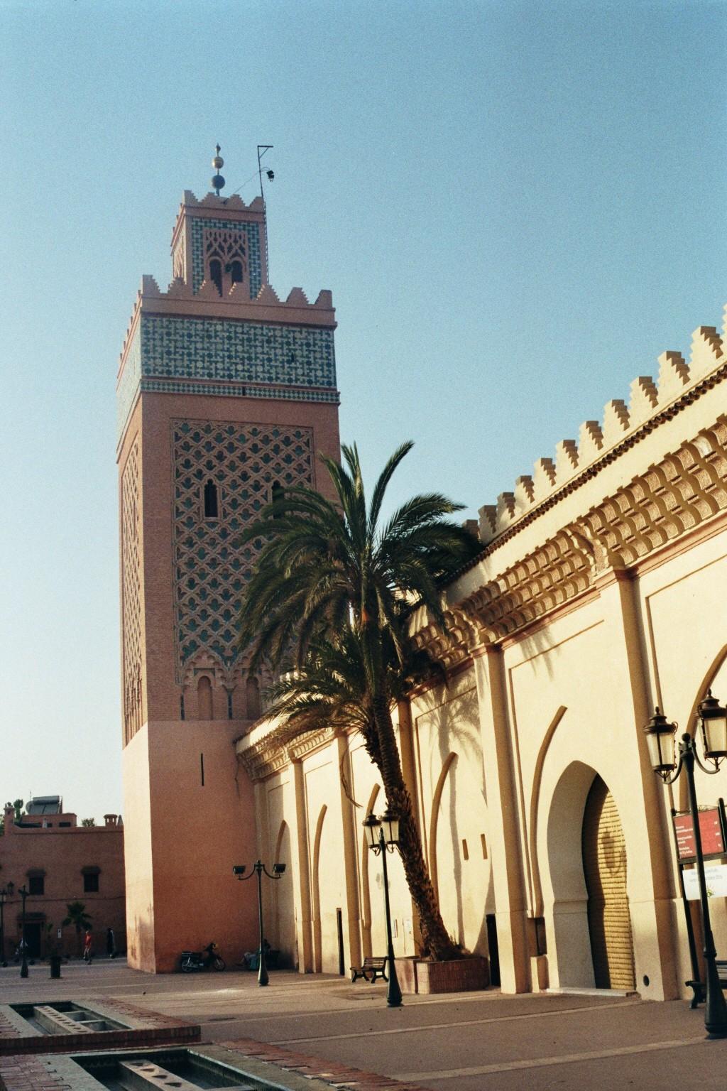 Stadtmauer mit Minarett