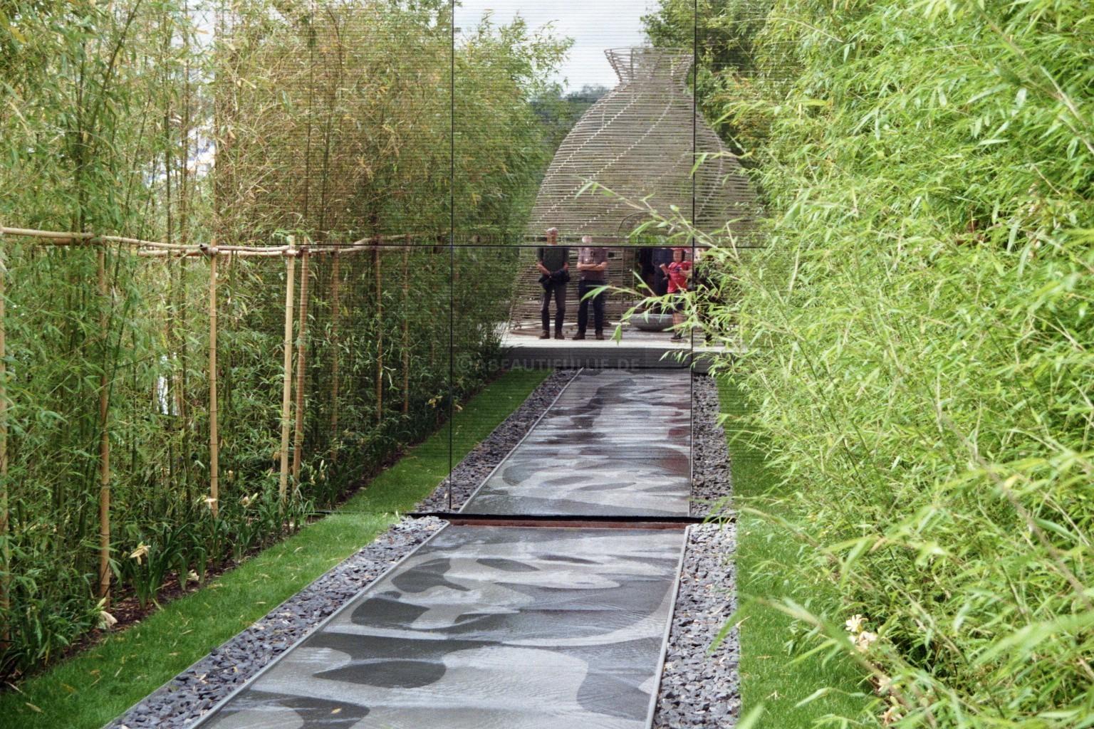 Gespiegelt: Jurte im Chinesischer Garten