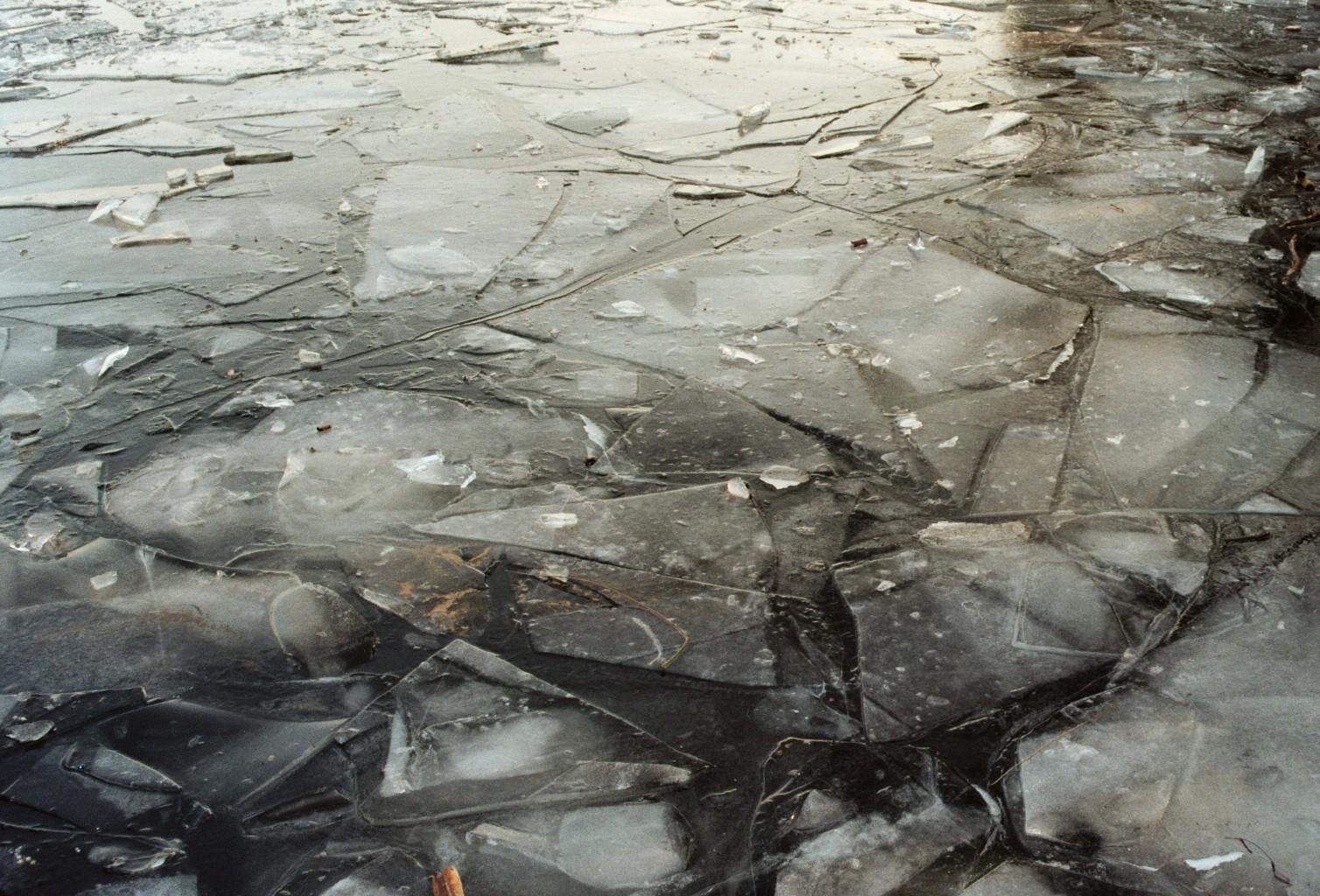 Eisschicht auf der Spree