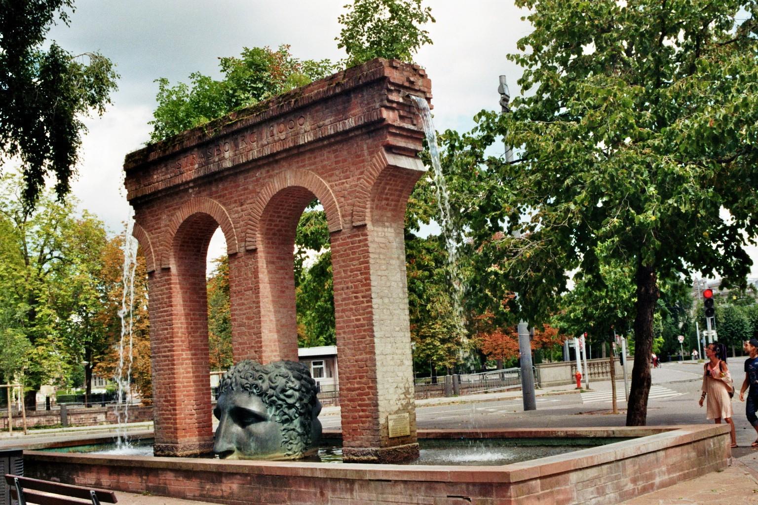 Brunnen Place de la Republique
