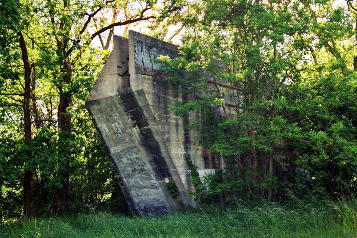 Reste der alten Bahnbrücke Glienick