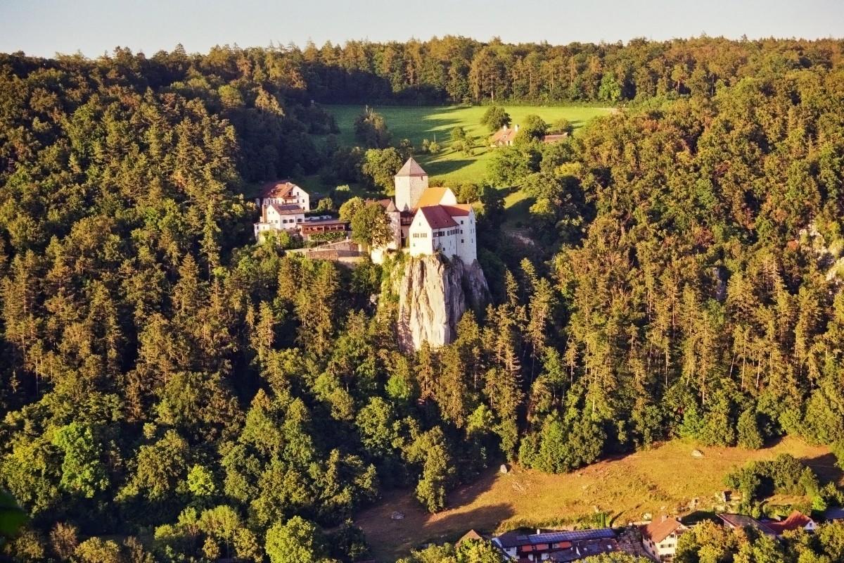 Blick von der Klamm auf Burg Prunn