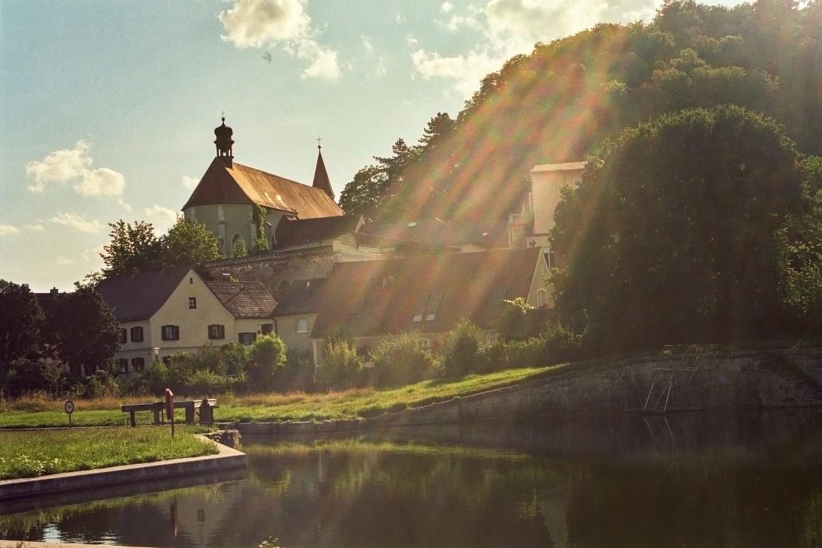 Altes Wehr mit Michaelskirche