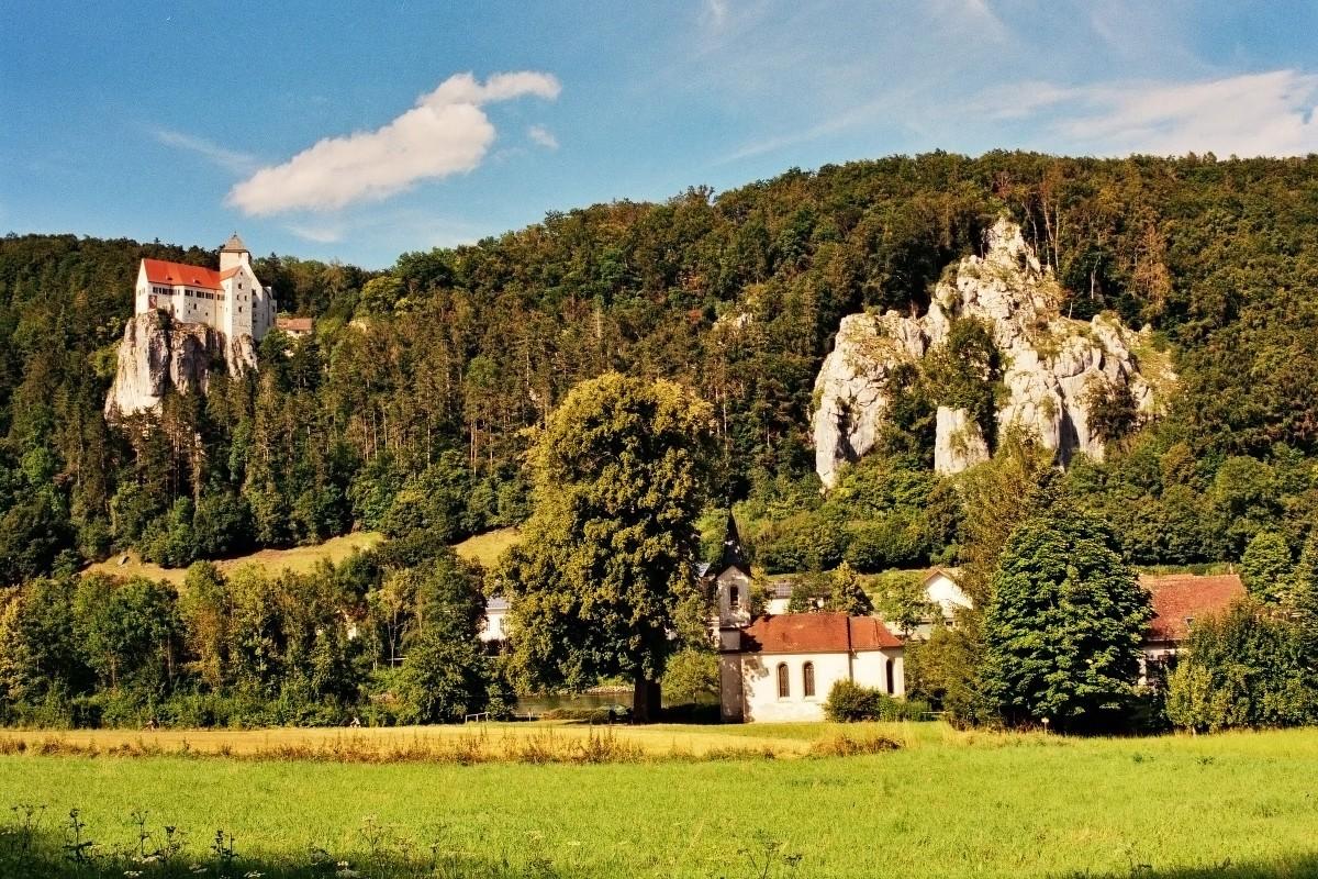 Kirche Einthal und Burg Prunn